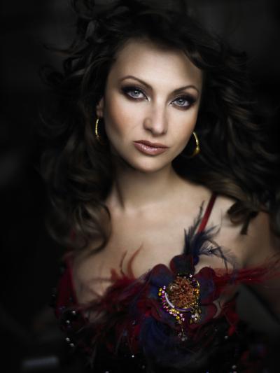 Elena Nuzman - Federkleid